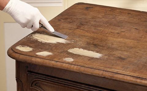 Id es d co faire ses meubles en bois recycl - Decaper un meuble vernis ...